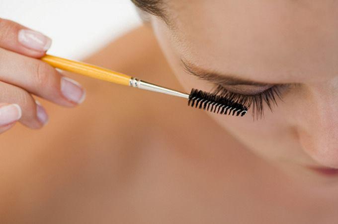 Рекомендации профессиональных косметологов по уходу и укладке наращенных ресниц