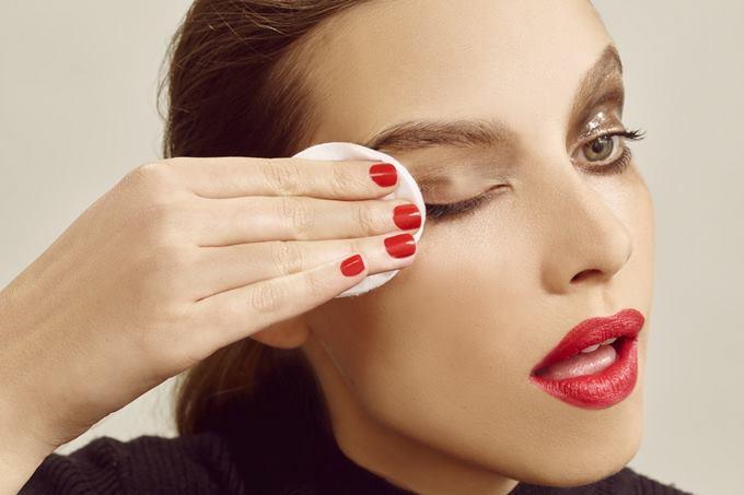 Как снять стойкий макияж