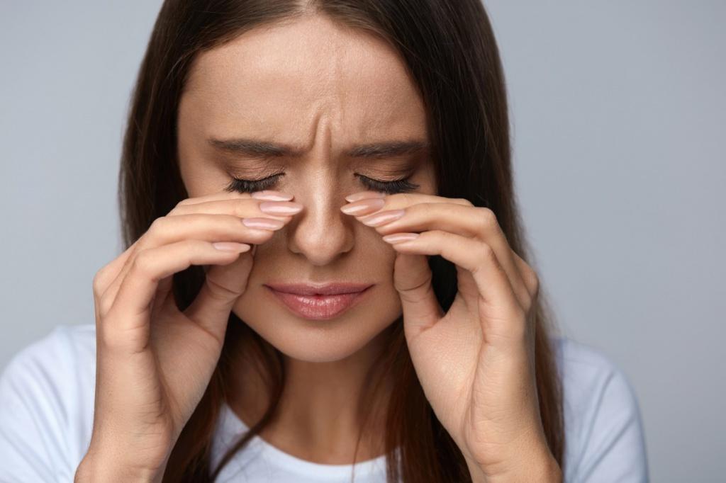 Почему слезятся глаза во время наращивания ресниц