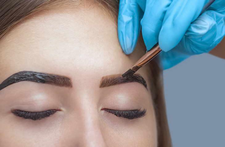 Как покрасить брови после татуажа или микроблейдинга