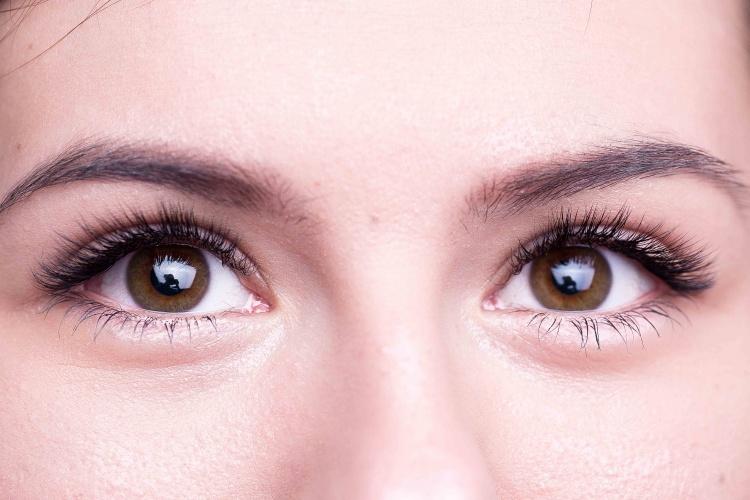 Миндалевидная форма глаз