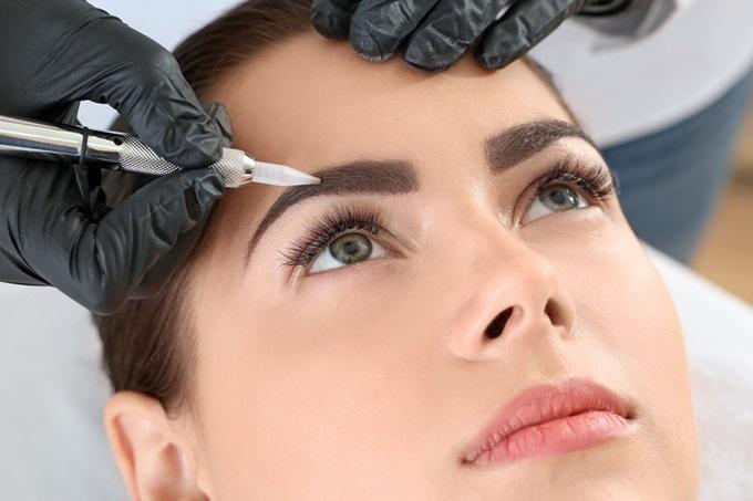 Процедура выполнения пудрового напыления бровей