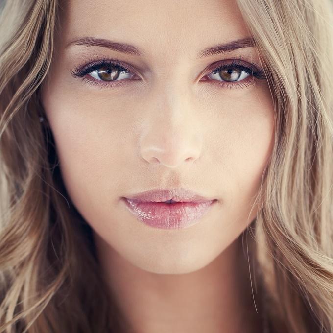 Правила макияжа для блондинок с карими глазами