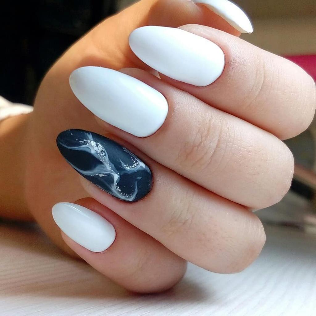 Наращивание ногтей с черно белым маникюром