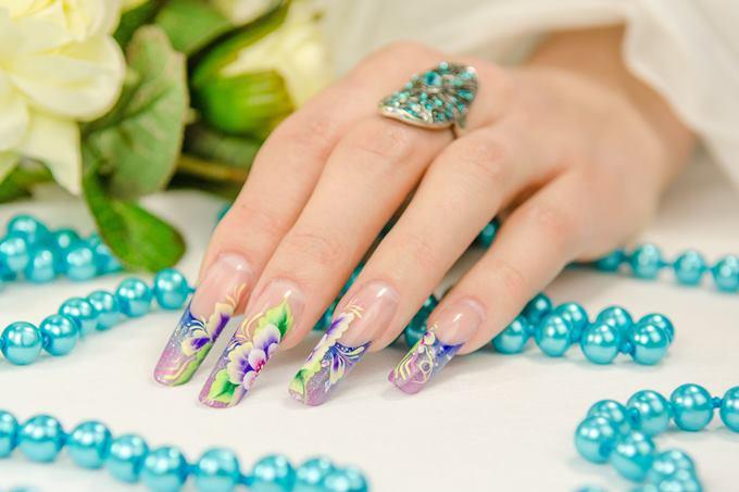 За что девушки любят аквариумный дизайн ногтей