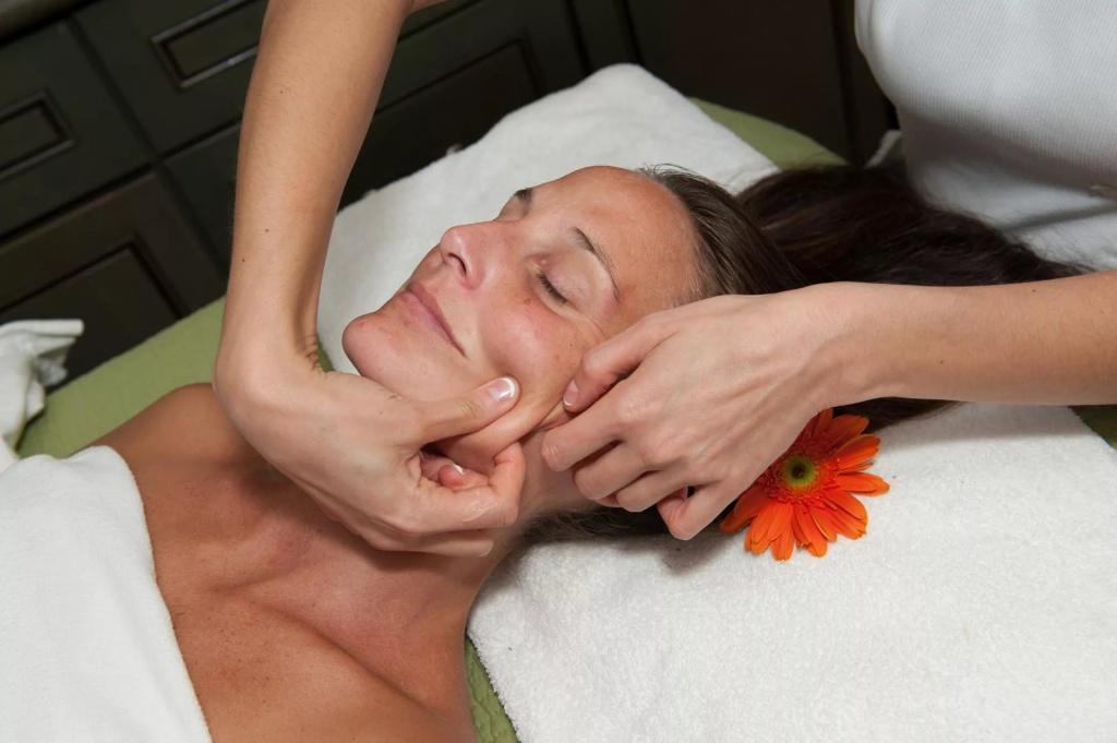Картинки пластический массаж лица